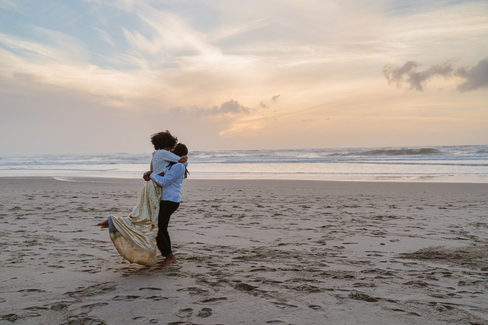 Watching the sun set on the beach is one of the best ways to spend your elopement in Oregon
